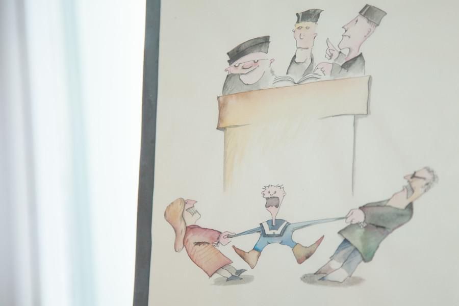 Comic: Mutter und Vater zerren an den Armen eines schreienden Kindes, die Arme sind schon ganz lang. Drei Richter befassen sich mit der Rechtslage, anstatt einzugreifen.
