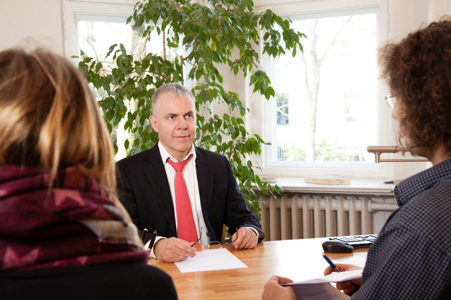 Rechtsanwalt Norbert Maes bei der Paar-Mediation
